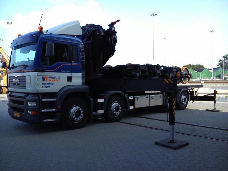 Trucks met Autolaadkranen van 17 tot 55 ton-meter en laadklep